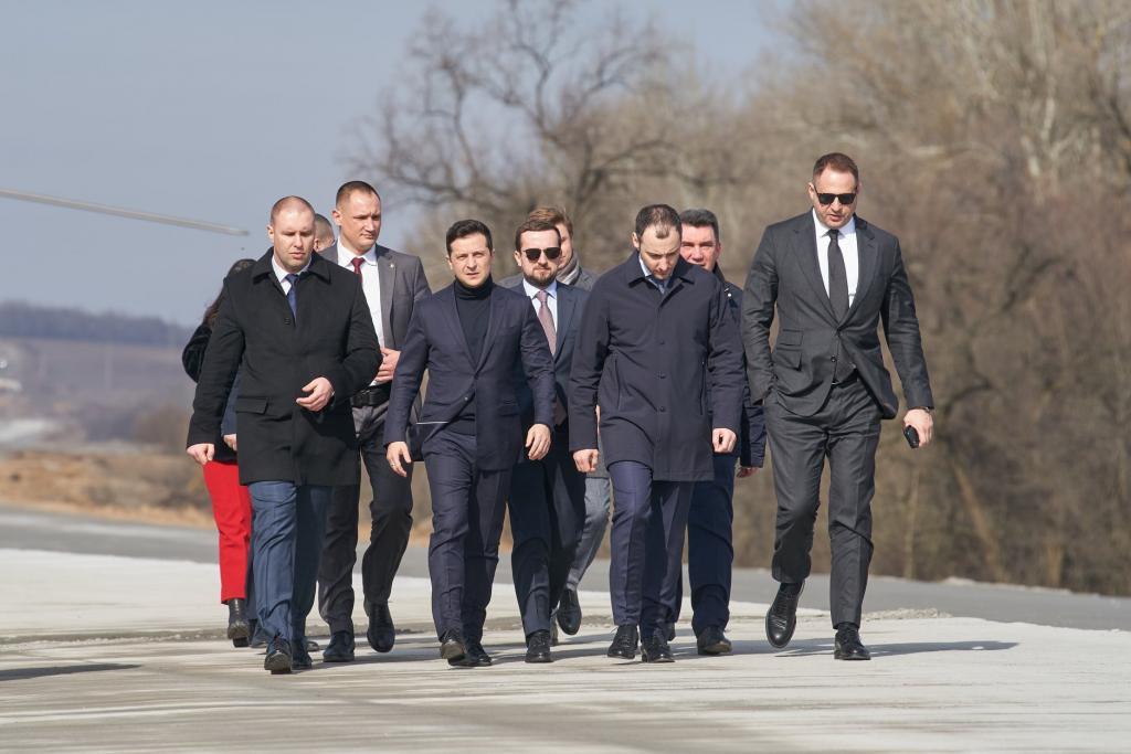 Карантин окончен: Зеленский встретился с эвакуированными из Китая. Новости Украины