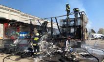Пожар в Днепре: огонь охватил фуру