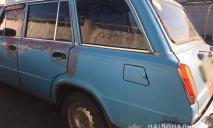 Почав душити мотузкою: на Дніпропетровщині напали на водія і викрали авто