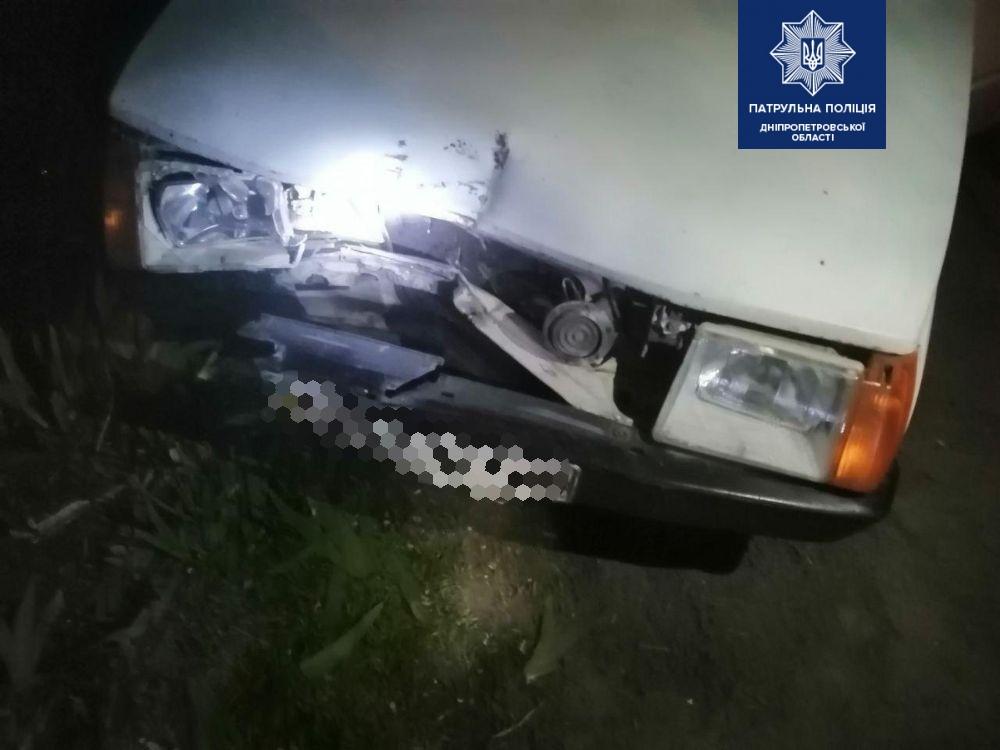 ДТП в Днепре: автомобиль врезался в электроопору. Новости Днепра