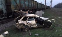 Жуткое ДТП на переезде: поезд смял авто