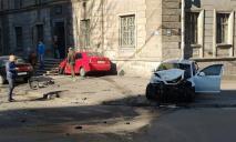 Масштабное ДТП в центре Днепра: авто выбросило на тротуар