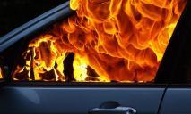 Пожар на дороге: машину полностью охватило огнем