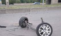 Обломки разбросаны по дороге: ДТП на мосту под Днепром