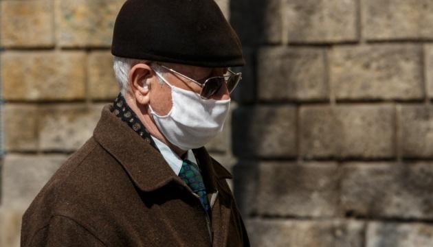 Какие категории работников старше 60 лет могут выходить на работу во время карантина. Новости Украины