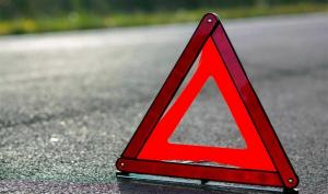 Мужчина перебегал дорогу в неположенном месте, а водителю не удалось избежать столкновения из-за мокрой дороги. Новости Днепра