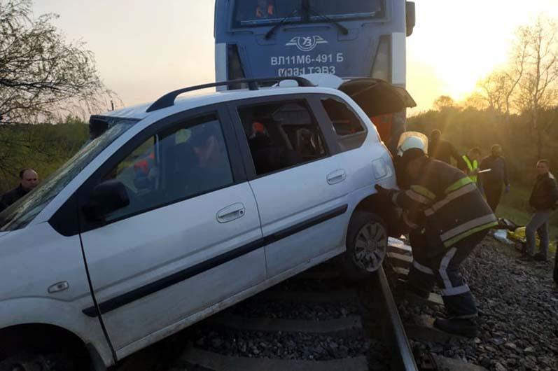 В ДТП на переезде на Днепропетровщине погибли 2 человека. Новости Днепра