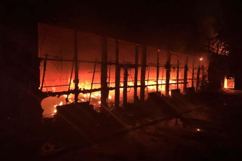 В Днепре дотла сгорел магазин одежды. Новости Днепра