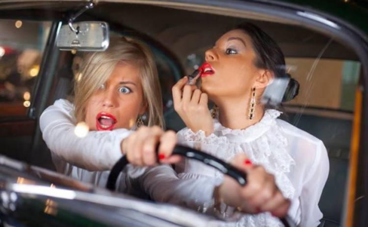 По словам свидетелей происшествия, девушка была пьяна, однако, этот факт ничем не доказан. Другие предполагают, что она просто не умеет водить. Новости Днепра