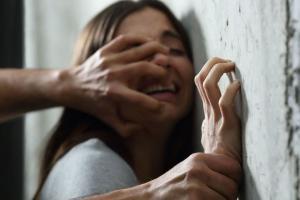 Насильник воспользовался отсутствием внимания со стороны матери девочки, а также умственной отсталостью жертвы и совершал по отношению к ней сексуальное насилие. Новости Днепра