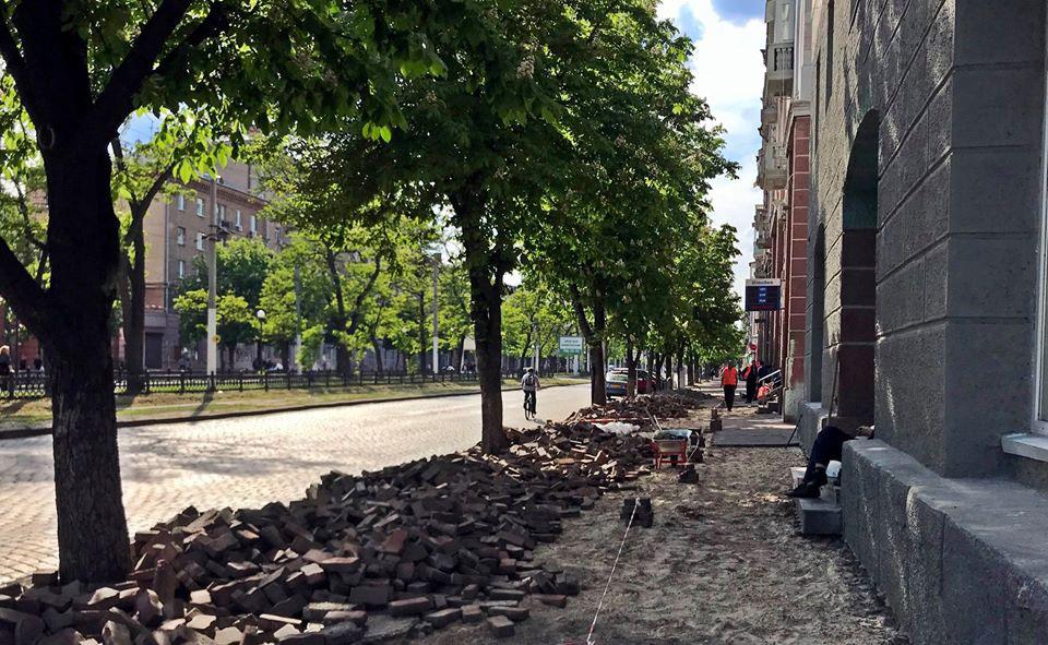 На Яворницкого перекрыли пешеходный тротуар. Новости Днепра