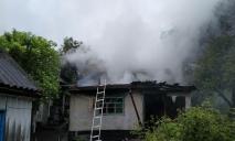 В помещении загорелся газовый баллон: была угроза взрыва