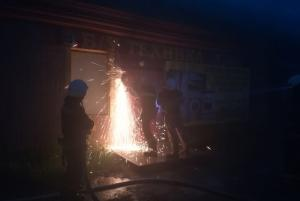 Спасатели тушили магазин б/у техники. Новости Днепра