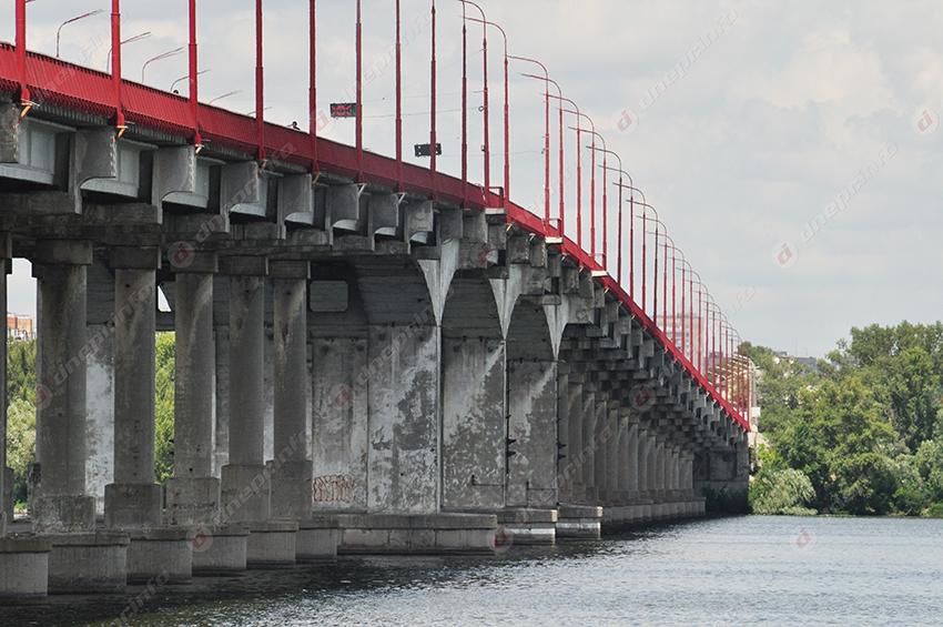 В Днепре у грузовика на мосту отлетело колесо: появилось видео. Новости Днепра
