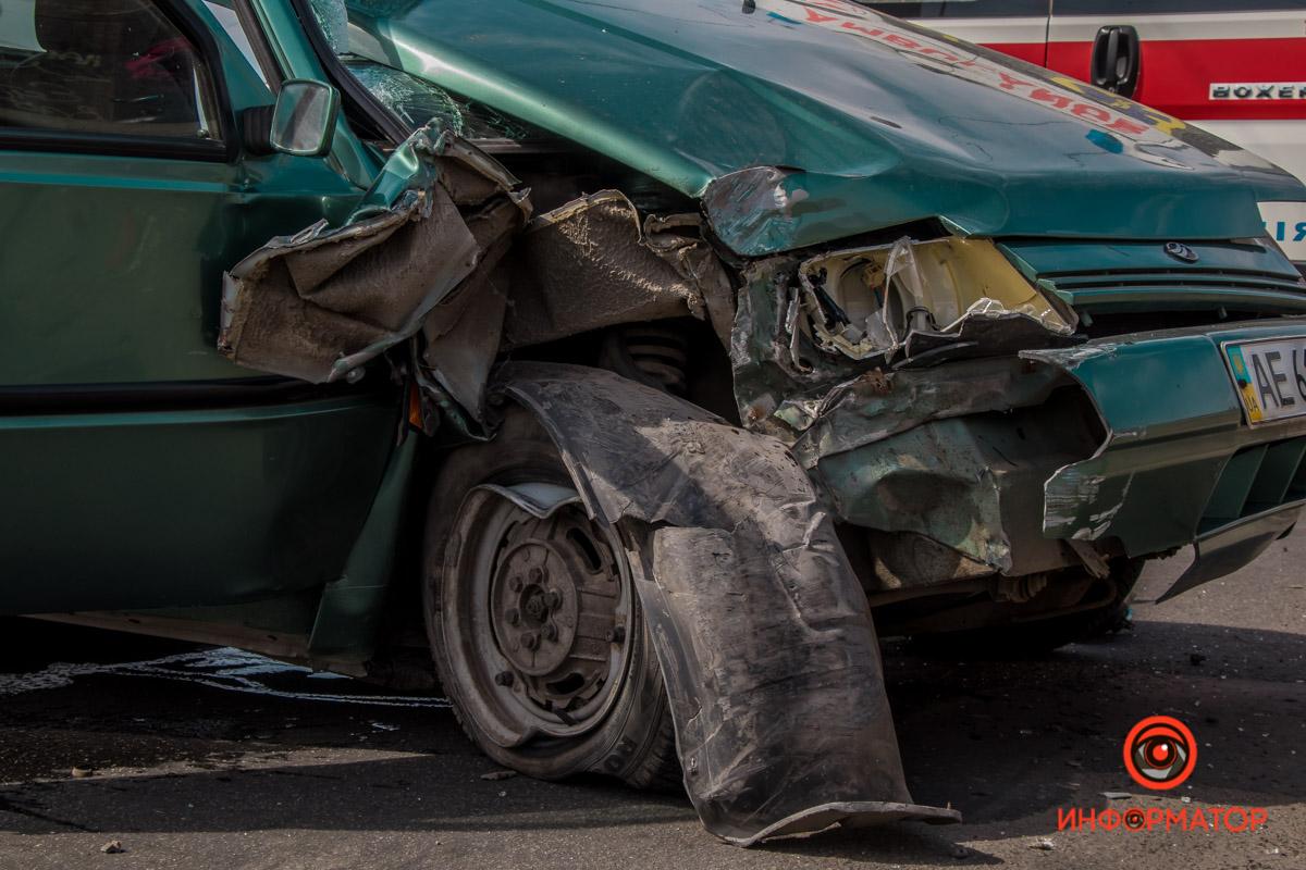 ДТП на мосту в Днепре: авто влетело в отбойник, есть пострадавшие. Новости Днепра