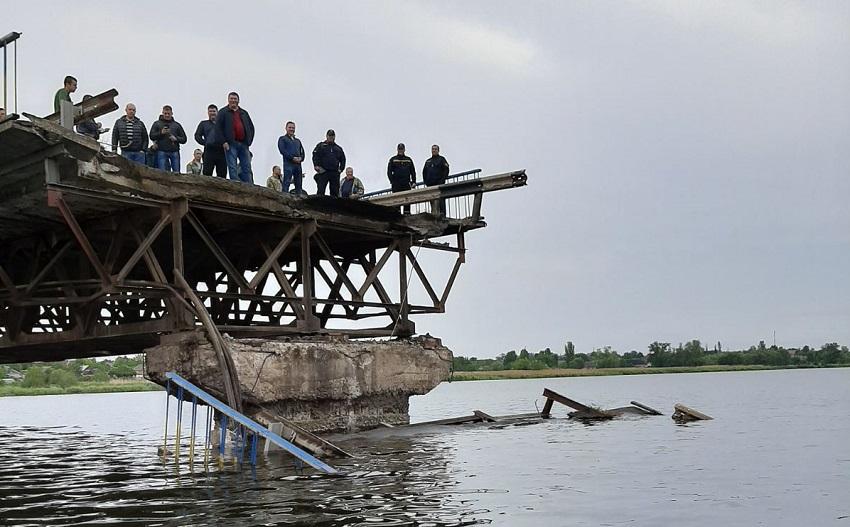Видео момента обвала моста в Алексеевке. Новости Днепра