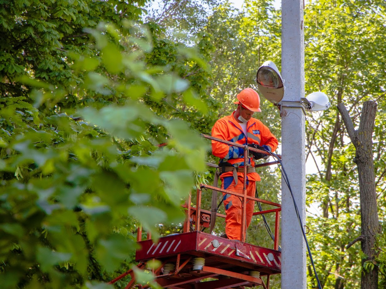 В Днепре обновляют освещение на улицах. Новости Днепра