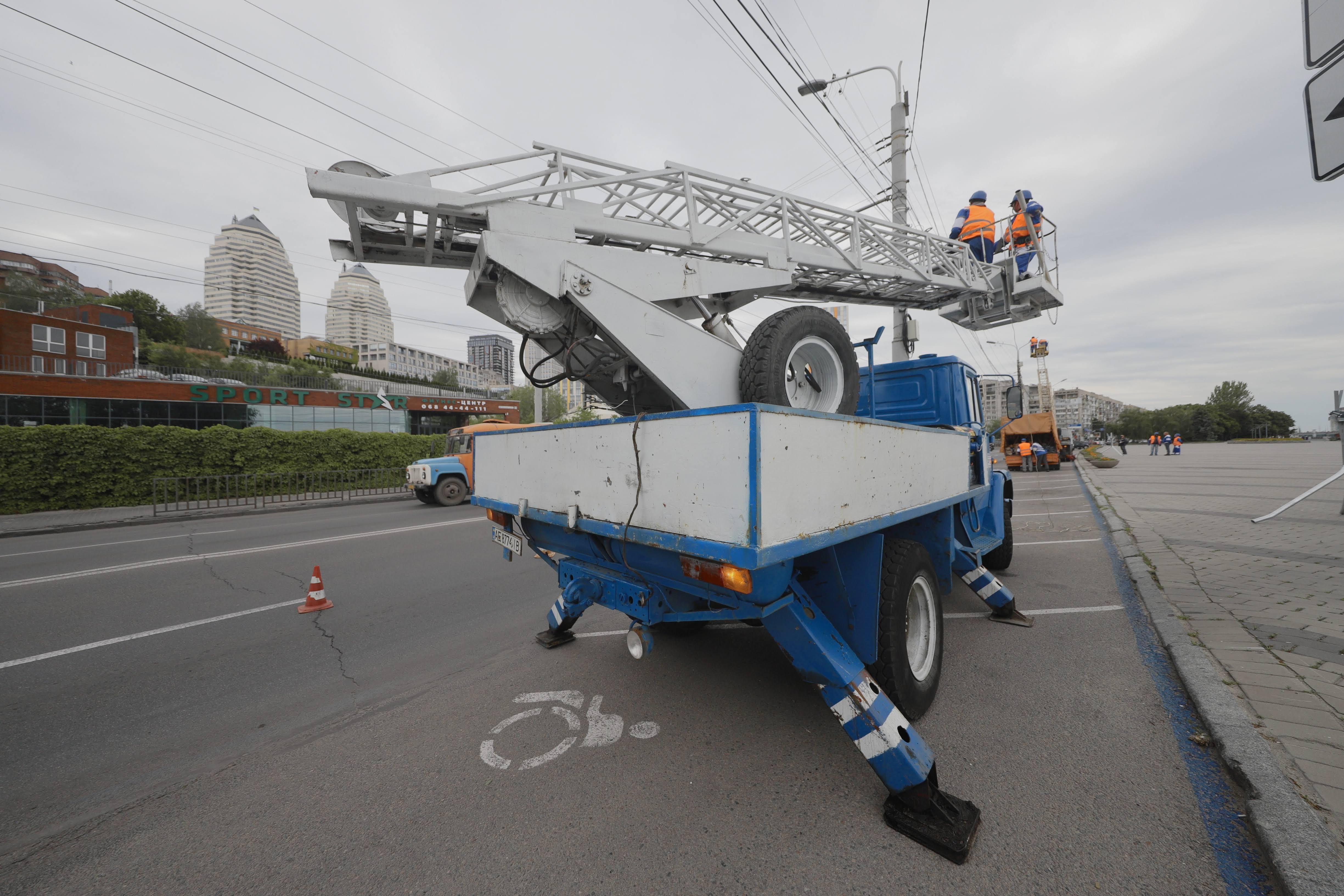 В Днепре ремонтируют освещение на улицах. Новости Днепра