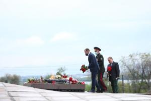 Возложение цветов ко Дню Победы. Новости Днепра