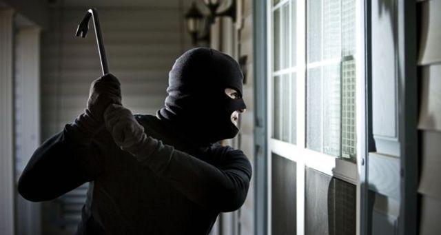 Злоумышленники в масках лишили мужчину крупной суммы денег. Новости Днепра