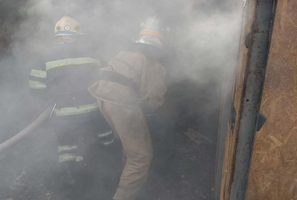 Пожар под Днепром: в гараже сгорел автомобиль. Новости Днепра