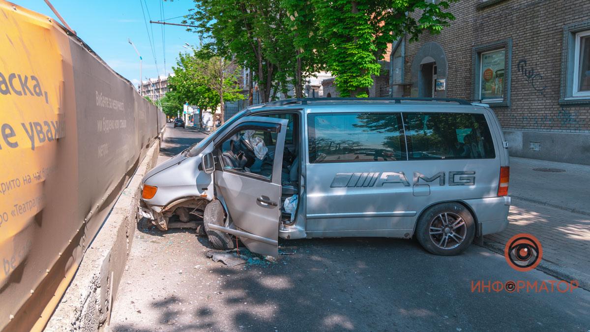 В Днепре произошло ДТП на проспекте Яворницкого. Новости Днепра