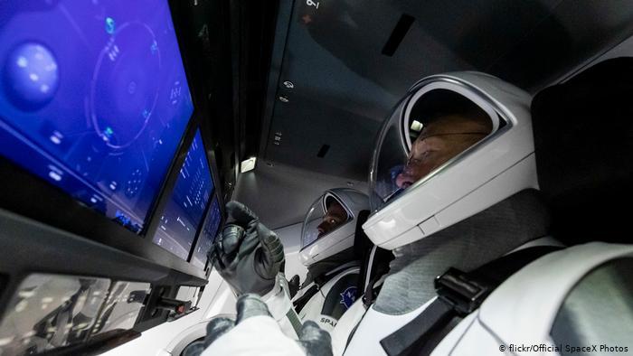 Впервые в истории космонавтики частная космическая компания запустила ракету с астронавтами Международной космической станции. Новости мира