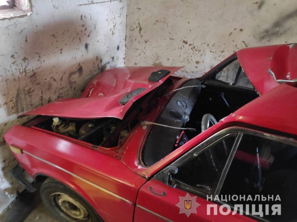 Машина «ВАЗ 2106» серьезно повреждена