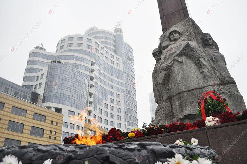 В Днепре подростки надругались над Монументом Славы. Новости Днепра