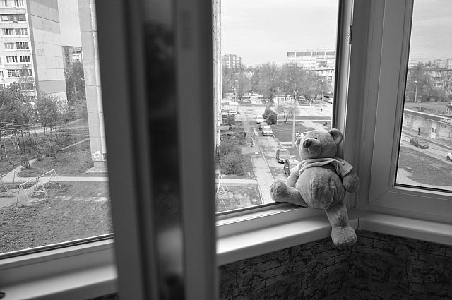 На Днепропетровщине мальчик выпал из окна 3 этажа: он в тяжелом состоянии. Новости Днепра