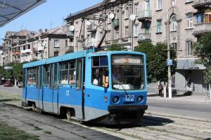 В трамвае было людей, больше, чем положено. Горожанин вызвал полицию, чем спровоцировал настоящий скандал. Новости Днепра