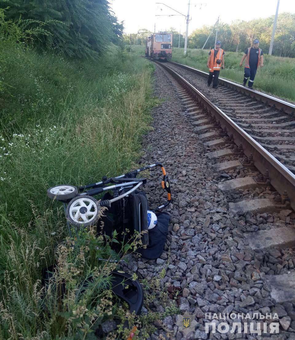 Полиция расследует попадание детской коляски под поезд в Днепре. Новости Днепра
