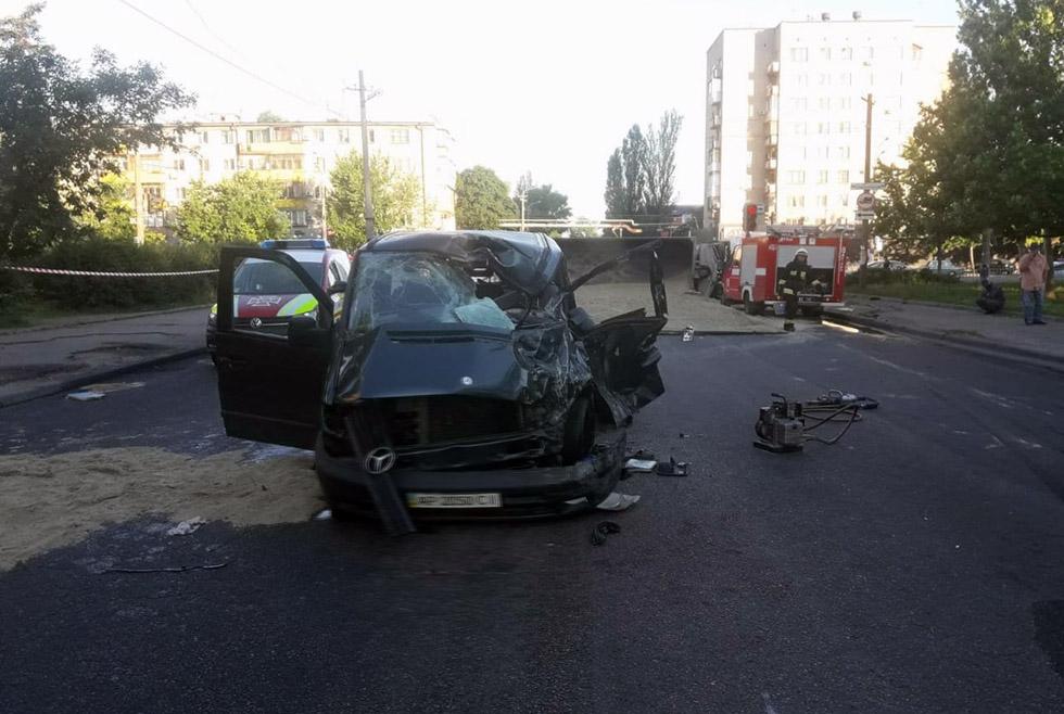 Перевернулся грузовик: погибли мужчина и ребенок. Новости Днепра