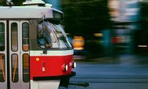 В Днепре женщина бросилась под трамвай