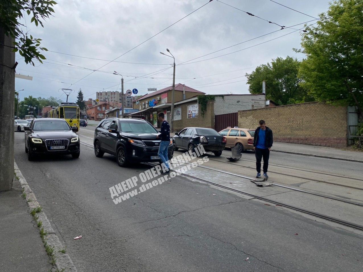 «Резко повернул»: ДТП с 2 авто в Днепре. Новости Днепра