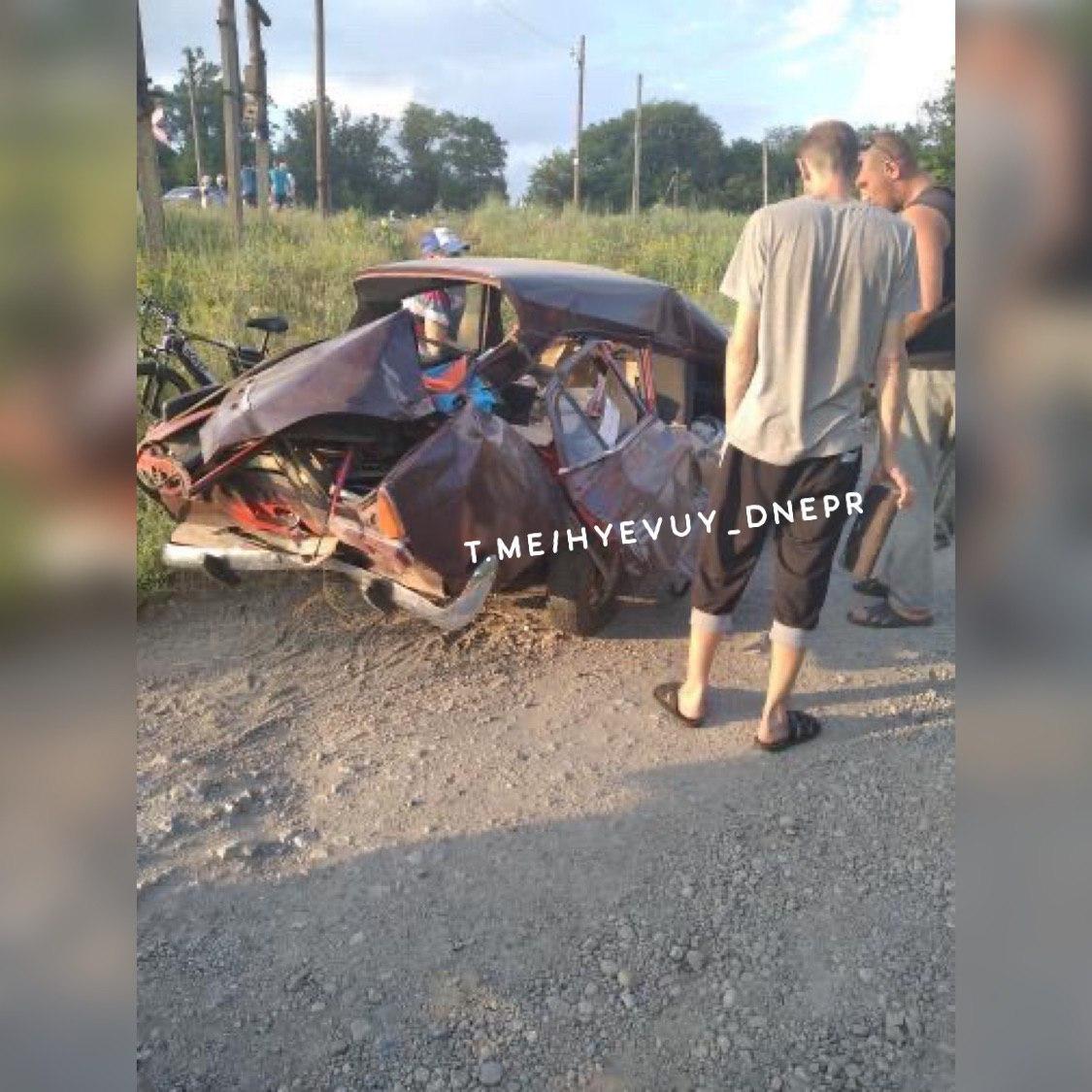 Под Днепром поезд протаранил авто. Новости Днепра