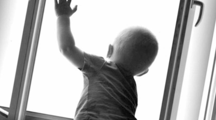 На Днепропетровщине ребенок выпал из окна. Новости Днепра