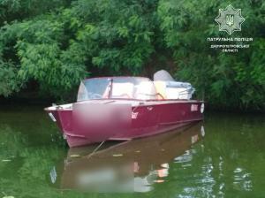 На реке Днепр компания людей в состоянии алкогольного опьянения каталась на моторной лодке. Все они были без спасательных жилетов. Новости Днепра