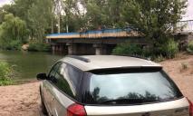 В Днепре у моста женщина потеряла сознание за рулем авто