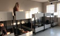 В изоляторе без еды и воды: в аэропорту Афин задержали 17 украинцев