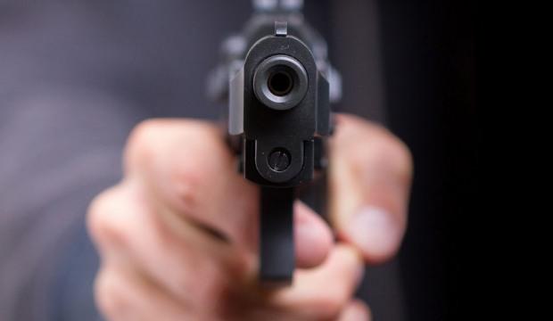 Полицейский обвинил парней в том, что они хранят наркотические средства, а после того, как один из стал бежать, открыл стрельбу. Новости Днепра