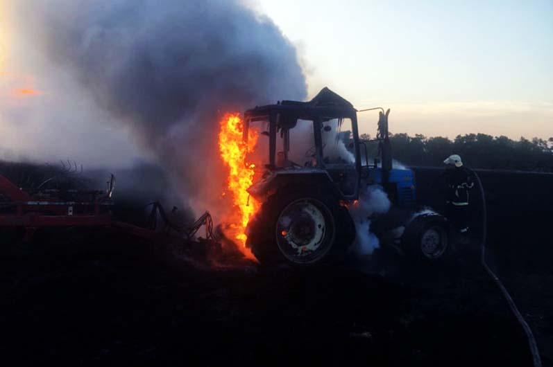 Пламя перешло на само поле и начало уничтожать зерновые культуры. Новости Днепра