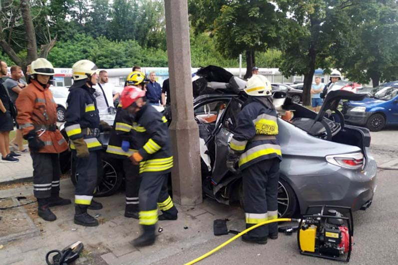 Смертельное ДТП в Днепре: авто влетело в столб. Новости Днепра