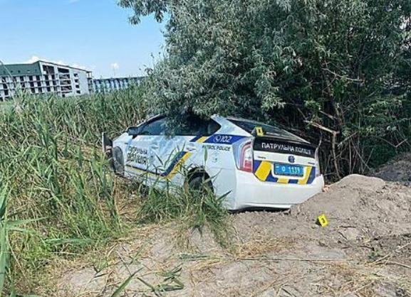 Машина патрульной полиции вылетела из дороги и влетела в кювет. Новости Днепра