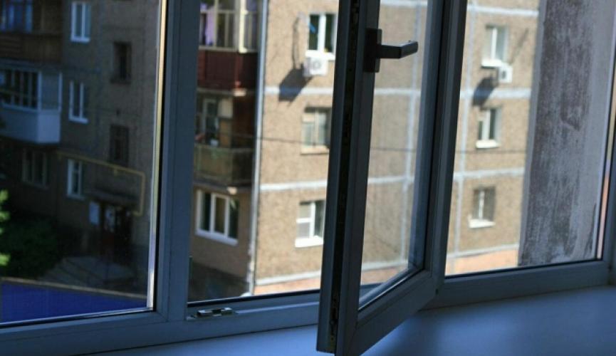 В Каменском ребенок выпал из окна. Новости Днепра