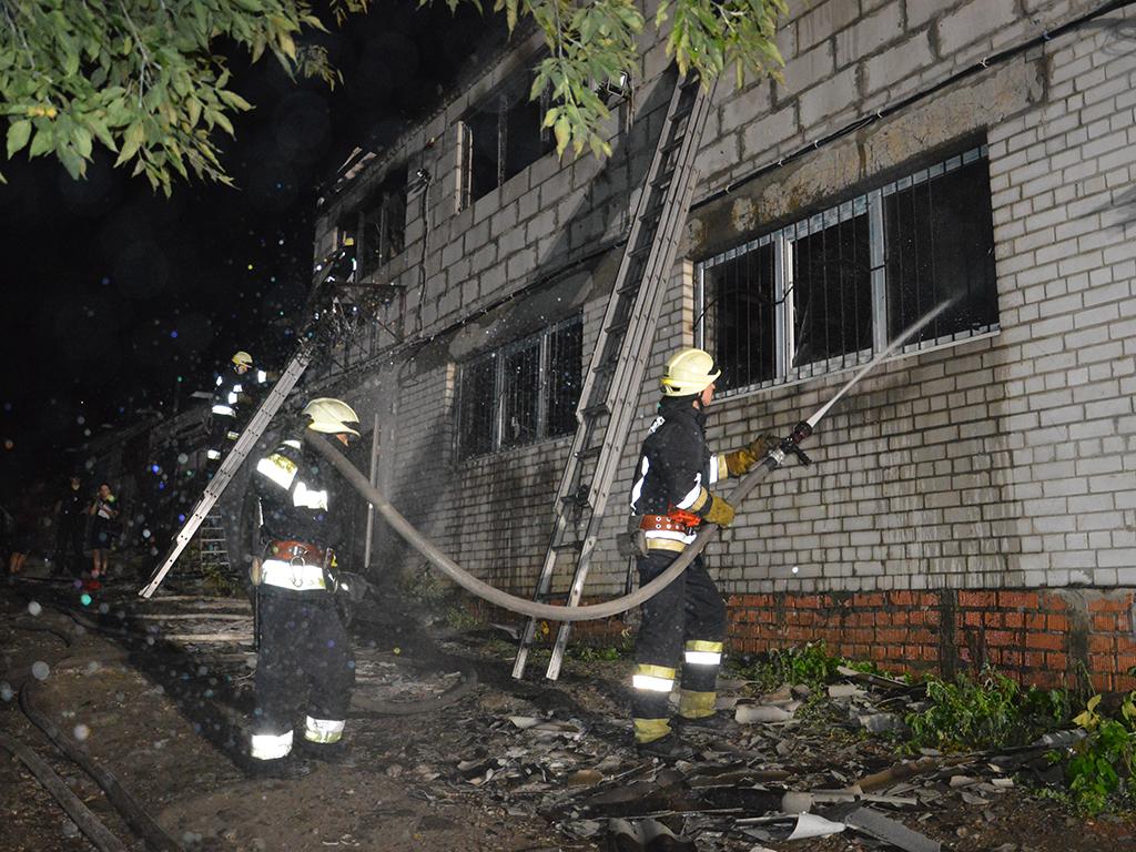 В Днепре горел двухэтажный гараж. Новости Днепра