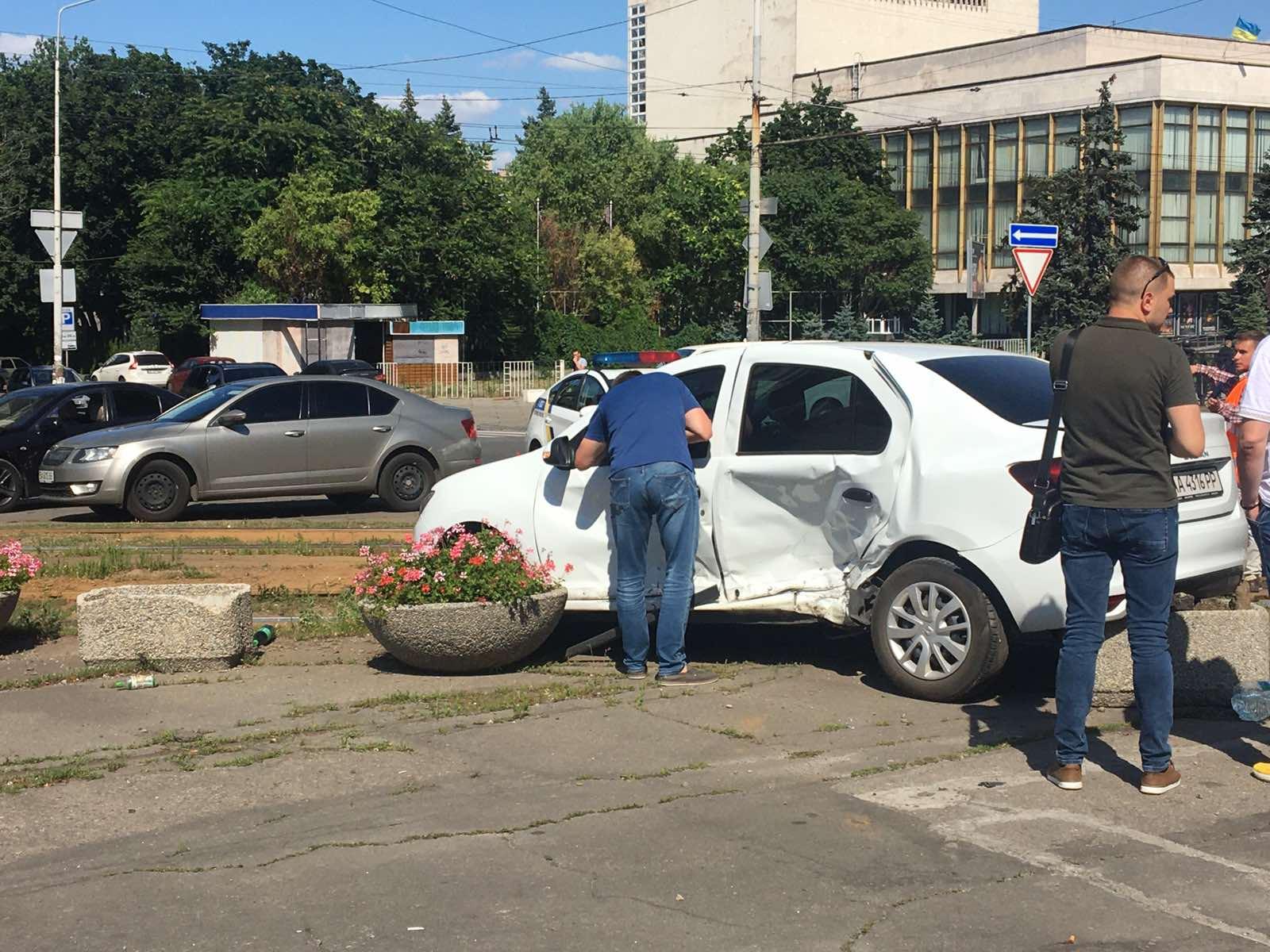 Из-за ДТП на центральном проспекте Днепра остановились трамваи. Новости Днепра