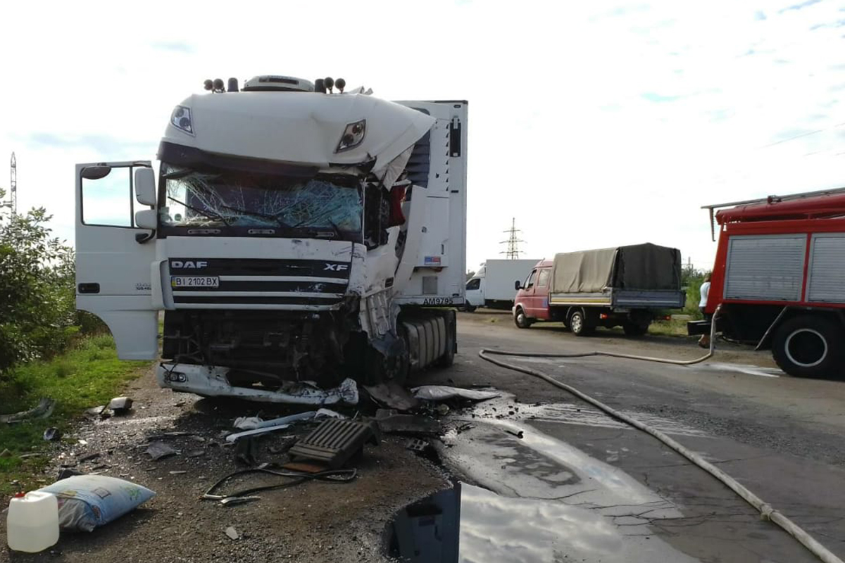 Столкновение 2-х грузовиков. Новости Днепра