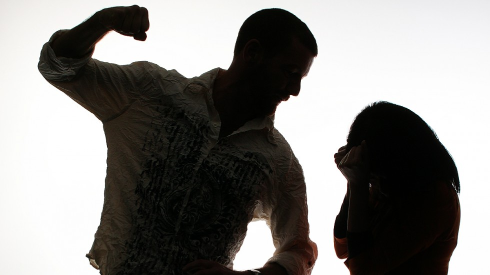 Домашний тиран два года издевался над женой. Новости Днепра