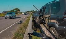 Серьезное ДТП в Днепре: авто «нанизалось» на отбойник